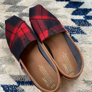TOMS Navy/Red Plaid Flats